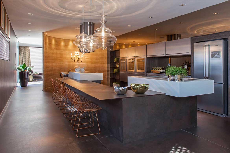 Küchenarbeitsplatten von Valente aus hochwertigem dunkelgrauen Stein von Cosentino