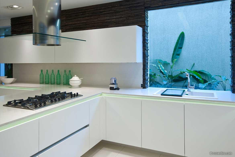 Weiße Küche mit hellgrünem Highlight