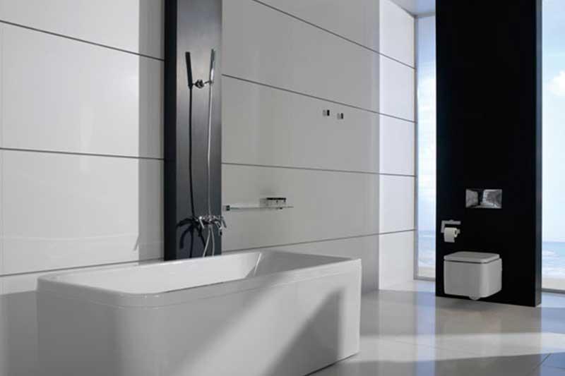 Weiß / Schwarzes Badezimmer aus Naturstein